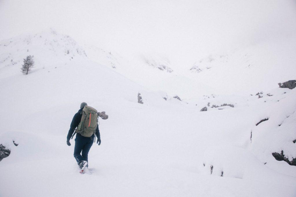 Randonnée raquette dans la vallée d'Aspe au pied des aiguilles d'Ansabère. crédit photo : Clara Ferrand - blog Wildroad
