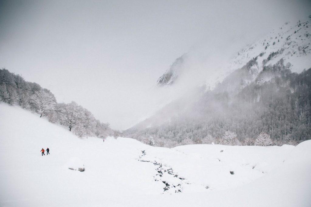 Randonnée jusqu'aux cabanes d'Ansabère dans les Pyrénées en hiver. crédit photo : Clara Ferrand - blog Wildroad
