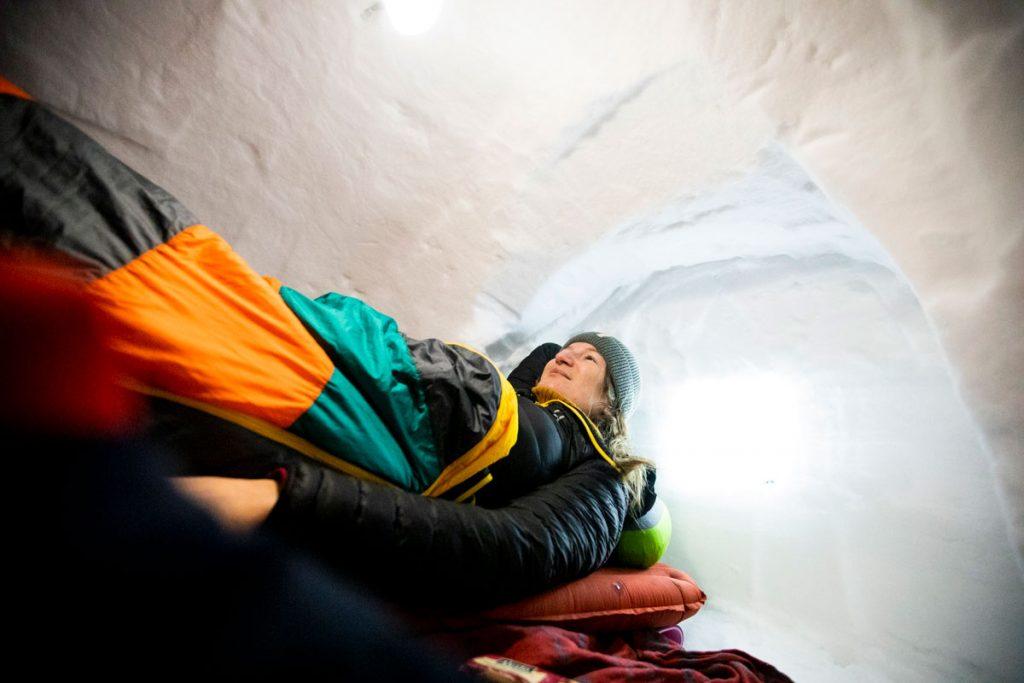 Passe rune nuit dans un igloo dans le massif des Vosges. crédit photo : Clara Ferrand - blog Wildroad