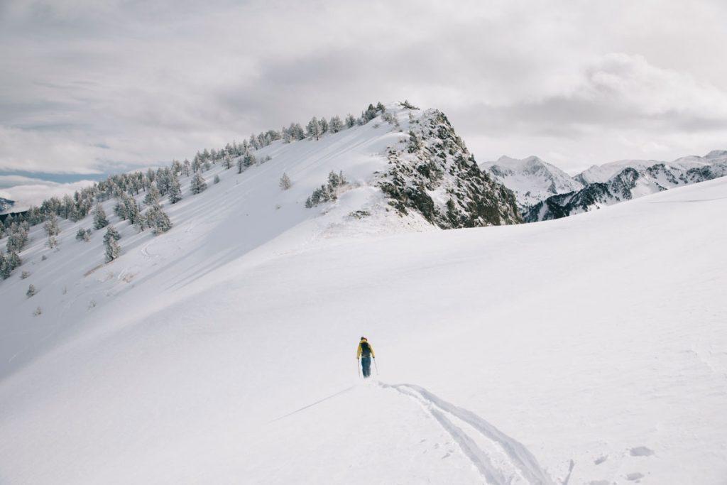 L'ascension du pic de tarbésou en hiver avec des skis de rando. crédit photo : Clara Ferrand - blog WIldroad