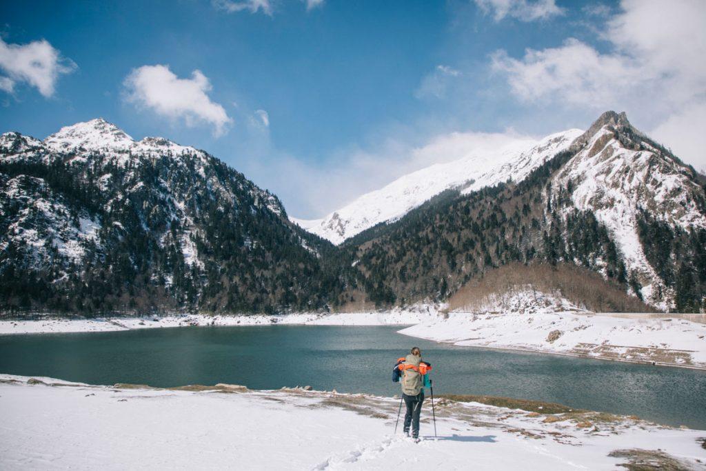 Le barrage de Bious Artigues en hiver. crédit photo : Clara Ferrand - blog Wildroad
