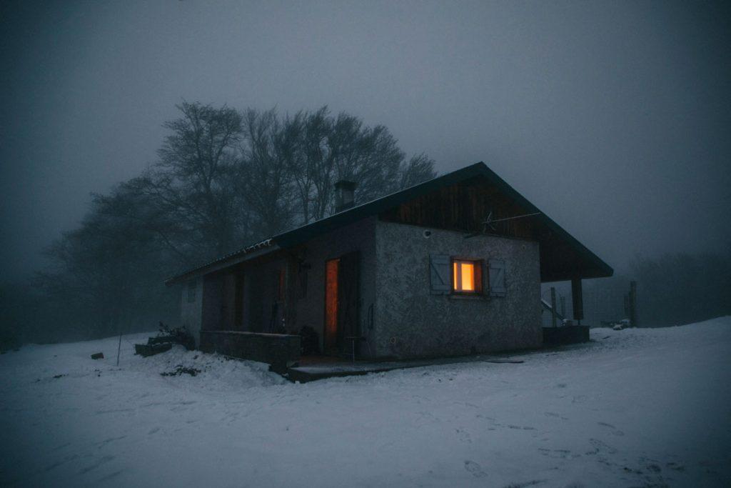 Passer une nuit dans une cabanes pastorale dans les Pyrénées. crédit photo : Clara Ferrand - blog WIldroad