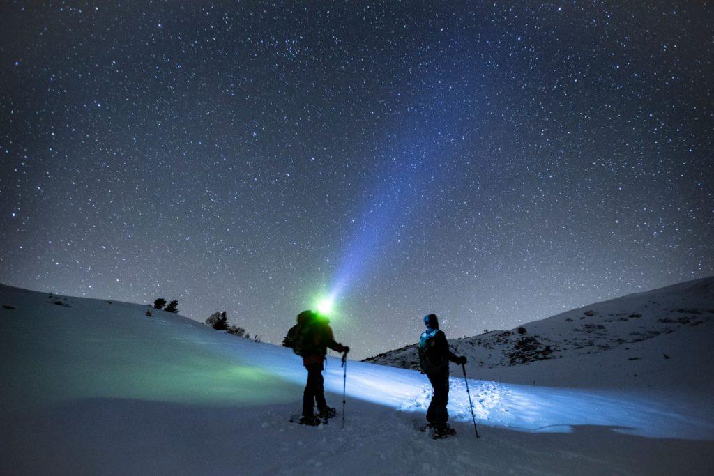 Le ciel étoilée des Pyrénées ariégeois durant une randonnée nocturne. crédit photo : Clara Ferrand - blog Wildroad