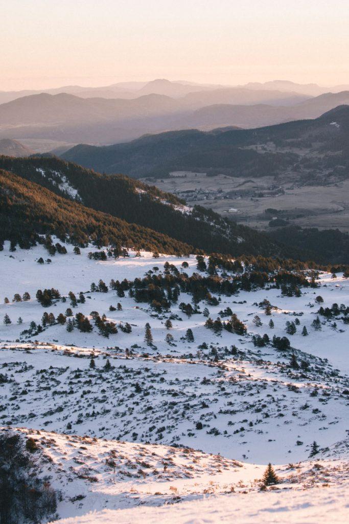 Point de vue depuis le roc du Scaramus lors d'une randonnée hivernale en Ariège. crédit photo : Clara Ferrand -blog Wildroad