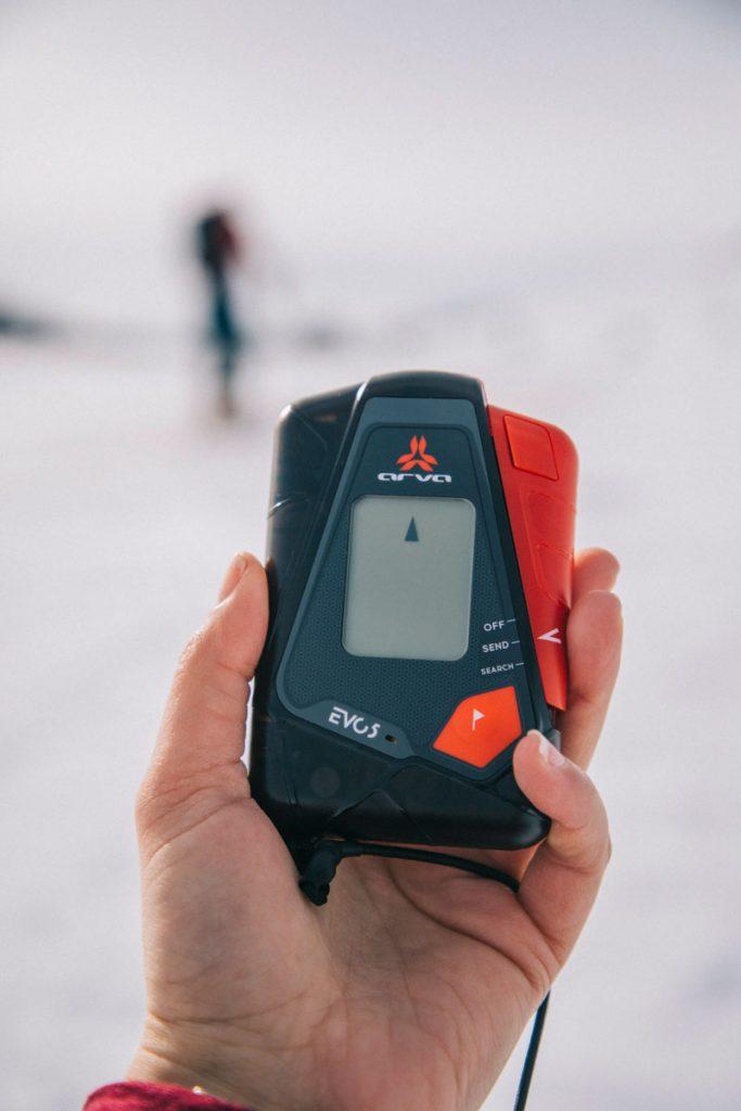 Équipement de sécurité DVA pour pratiquer le ski de rando. crédit photo : Clara Ferrand - blog Wildroad