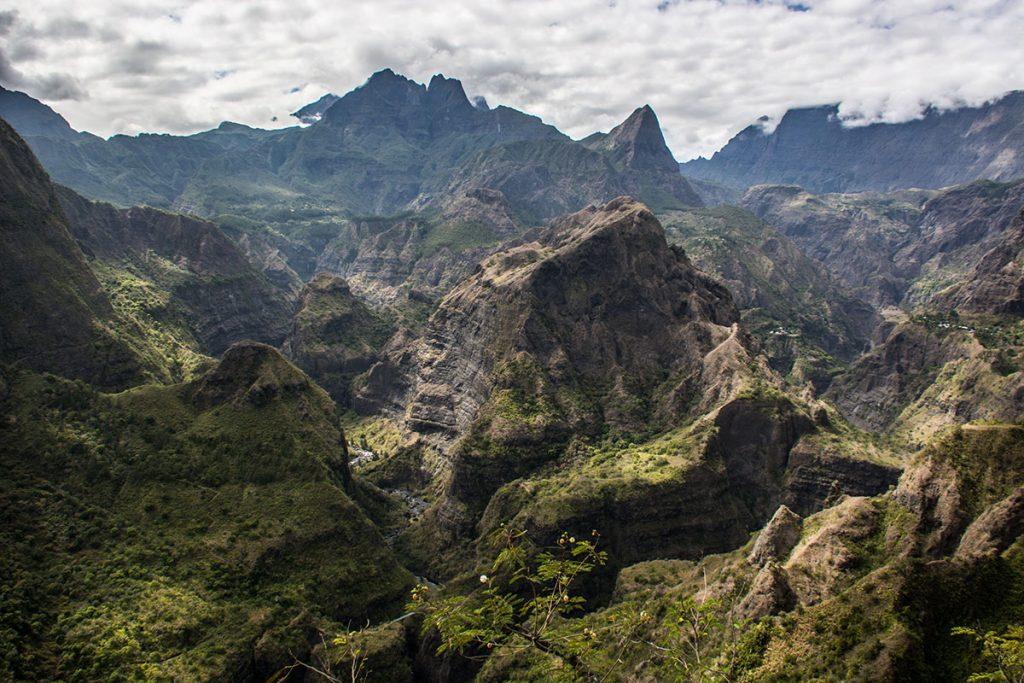Le sentier de grande randonnée du GR R2 la traversée de l'île de la Réunion. crédit photo : Voyages Infinis