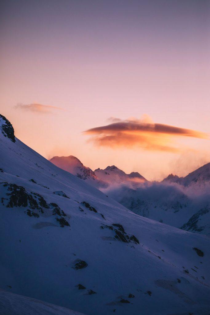 Les sommets des Pyrénées enneigées. crédit photo : Clara Ferrand - blog Wildroad