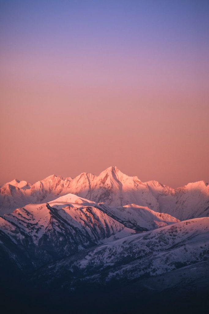 Le mont Valier et la chaine des Pyrénées depuis le roc du Scaramus. crédit photo : Clara Ferrand - blog Wildroad