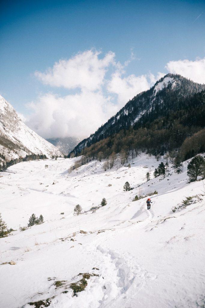 La randonnée du barrage de Bious Artigue en hiver. crédit photo : Clara Ferrand - Blog Wildroad