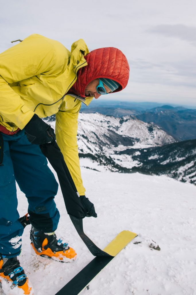 Les peaux de phoques pour pratiquer le ski de rando en Ariège. crédit photo : Clara Ferrand - blog Wildroad