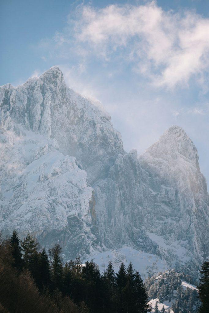 Le pic du midi d'Ossau en hiver. crédit photo : Clara Ferrand - blog Wildroad