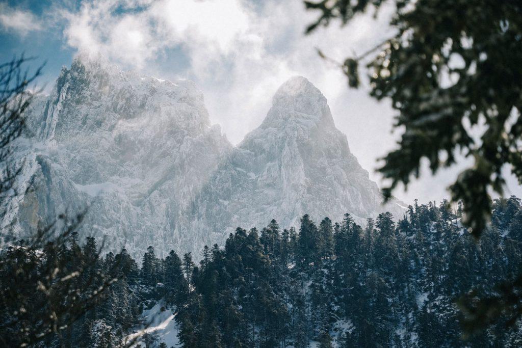 Le pic d'Ossau et sa vallée en hiver. crédit photo : Clara Ferrand - blog WIldroad