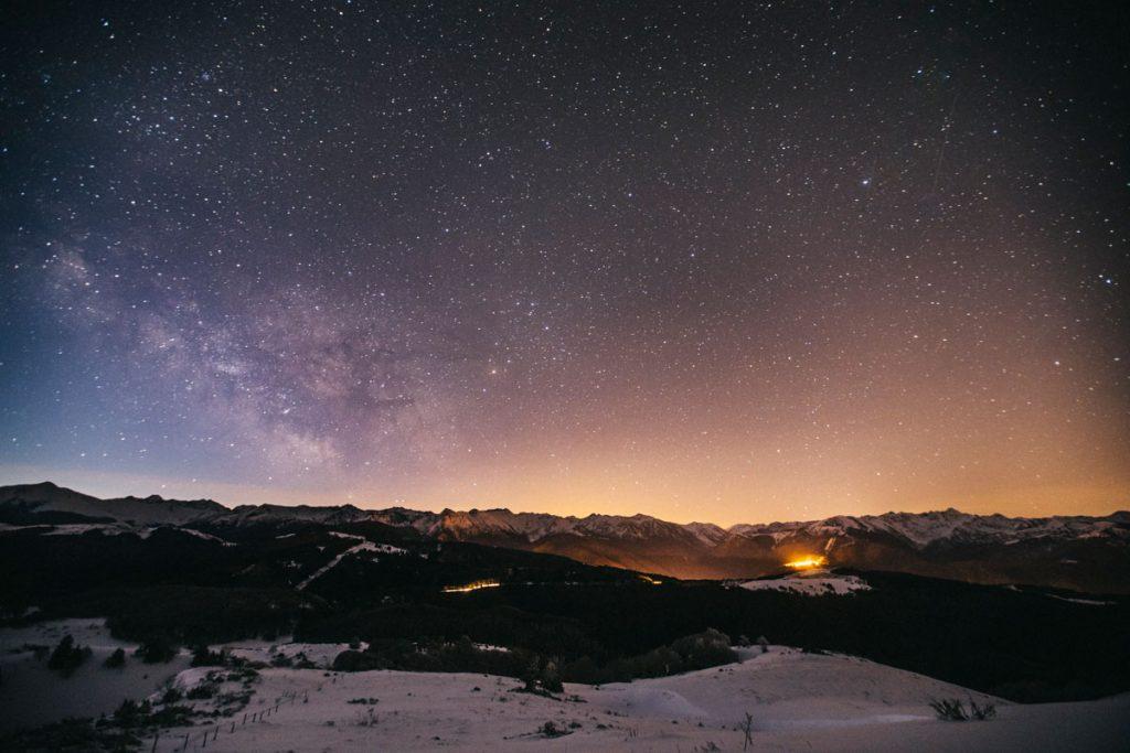 La Voie lactée en hiver dans les Pyrénées ariégeoise. crédit photo : Clara Ferrand - blog Wildroad