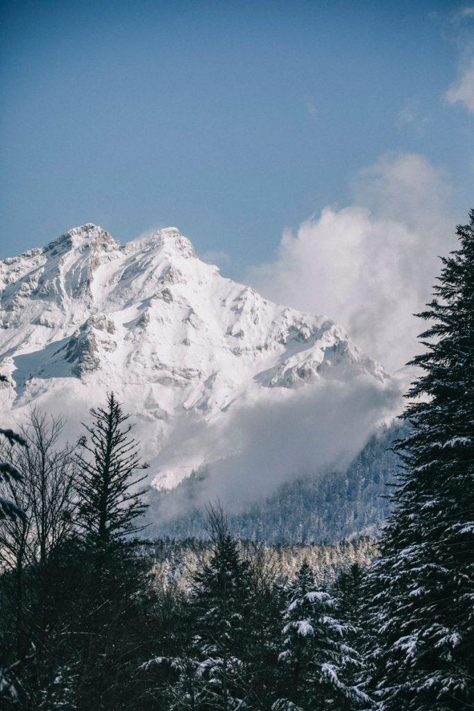 Départ de la randonnée des lacs d'Ayous dans la vallée d'Ossau en hiver. crédit photo. : Clara Ferrand - blog Wildroad