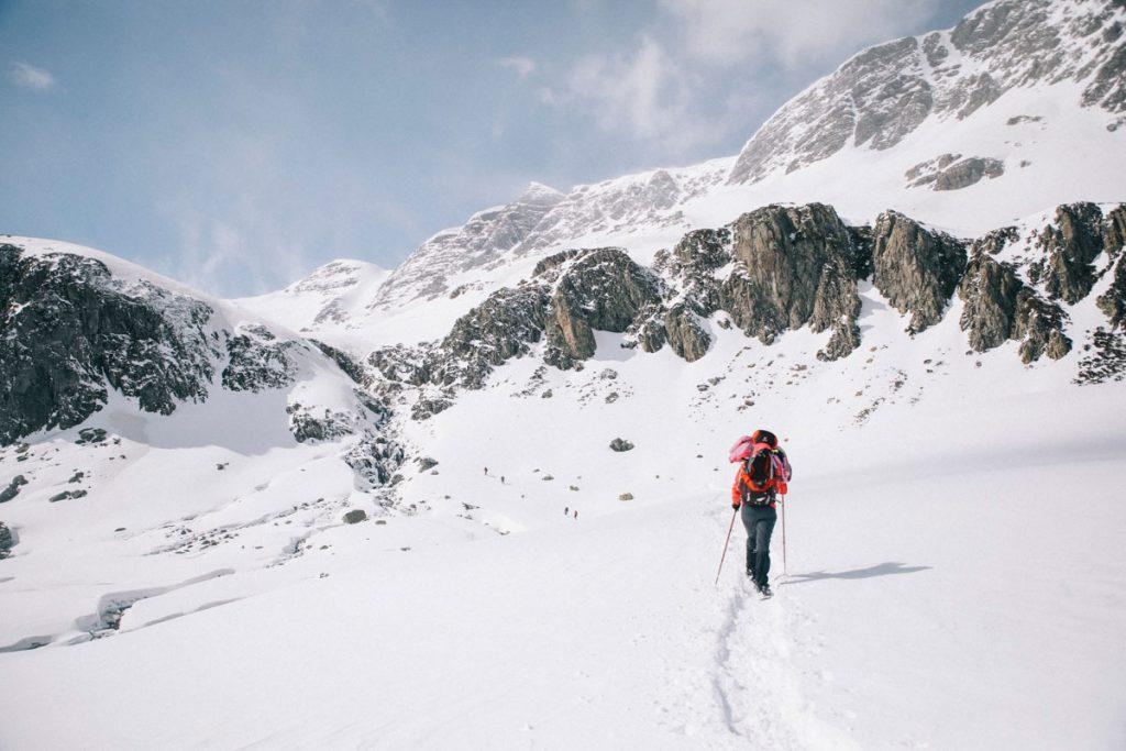 Quelle application de randonnée choisir pour se repérer en hiver dans la montagne. crédit photo : Clara Ferrand - blog Wildroad