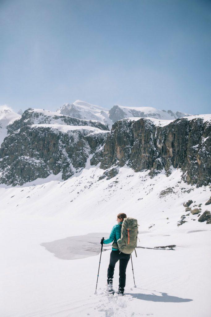 La randonnée raquettes des lacs d'Ayous en hiver. crédit photo : Clara Ferrand - blog Wildroad