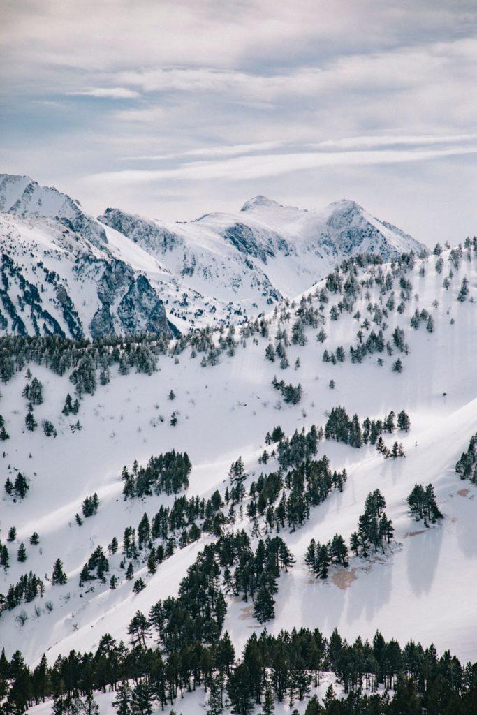 Randonnée avec un guide sur le sommet du Tarbésou en hiver. crédit photo : Clara Ferrand - blog Wildroad