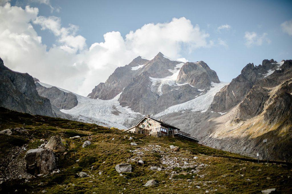 Le tour du Mont Blanc, un sentier de grande randonnée en France. crédit photo :Amelie de Hellolaroux