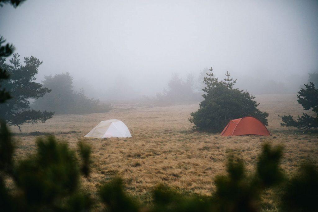 Bivouac dans les monts du Forez sur le GR3. crédit photo : Clara Ferrand - blog Wildroad