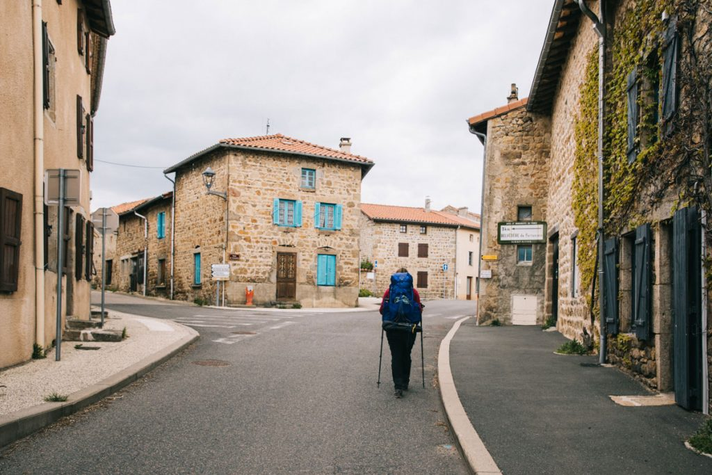 Le village de Chazelle sur Lavieu dans les monts du Forez. crédit photo : Clara Ferrand - blog Wildroad