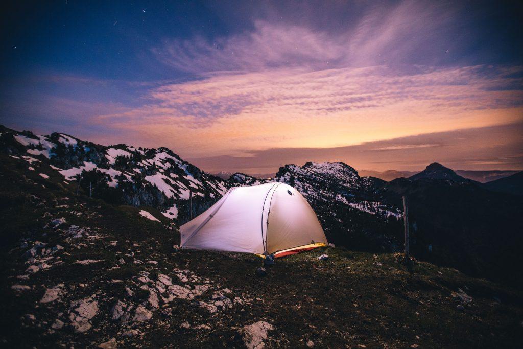 Comment bien choisir sa tente de bivouac pour randonner. crédit photo : Clara Ferrand - blog Wildroad