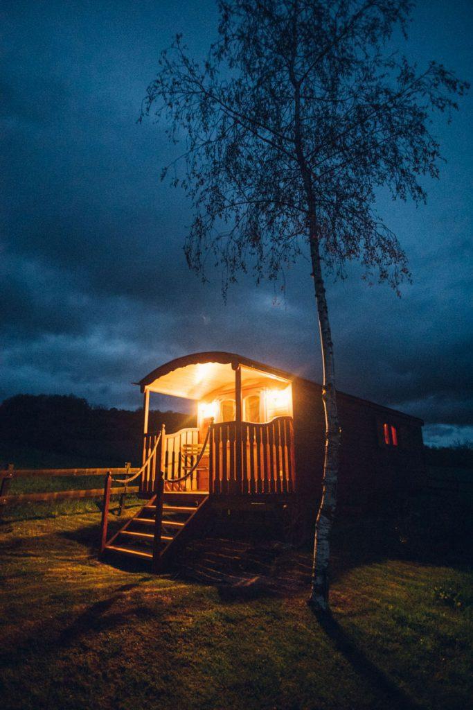 Une nuit en amoureux dans une roulotte dans le Forez. crédit photo : Clara Ferrand - blog Wildroad