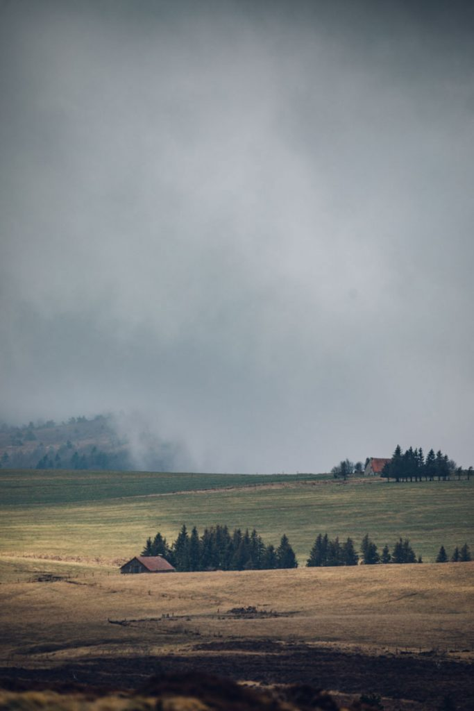 La jaseriez depuis le col de Granier dans les Hautes-Chaumes. crédit photo : Clara Ferrand - blog Wildroad