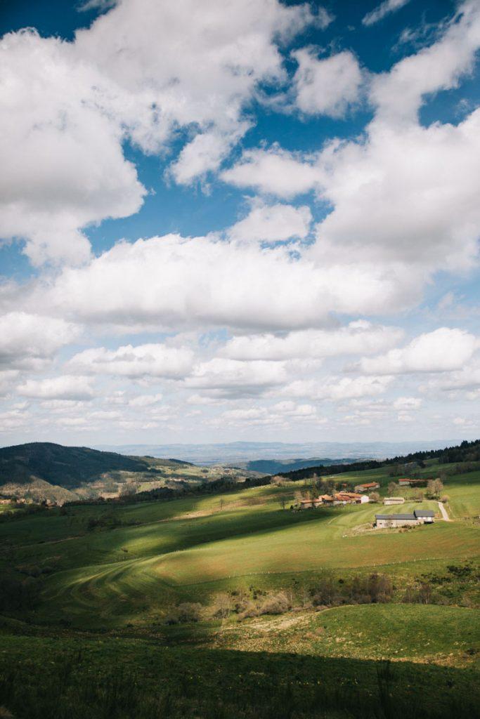 Les fermes productrices de fromage dans les vallées du Forez. crédit photo : clara Ferrand - blog Wildroad