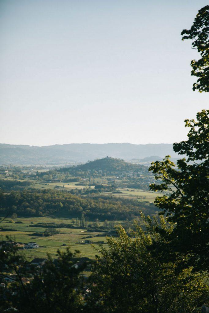Panorama sur le Forez depuis le prieuré de Saint-Romain-le-puy. crédit photo : Clara Ferrand - blog WIldroad