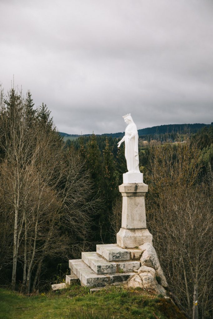Le vierge blanche de Chalmazelle. crédit photo : clara Ferrand - blog Wildroad