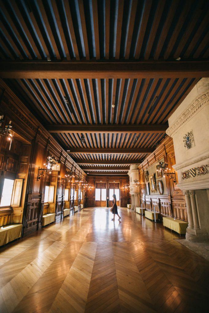 Faire la visite de l'incontournable château de Grignan. crédit photo : Clara Ferrand - blog WIldroad