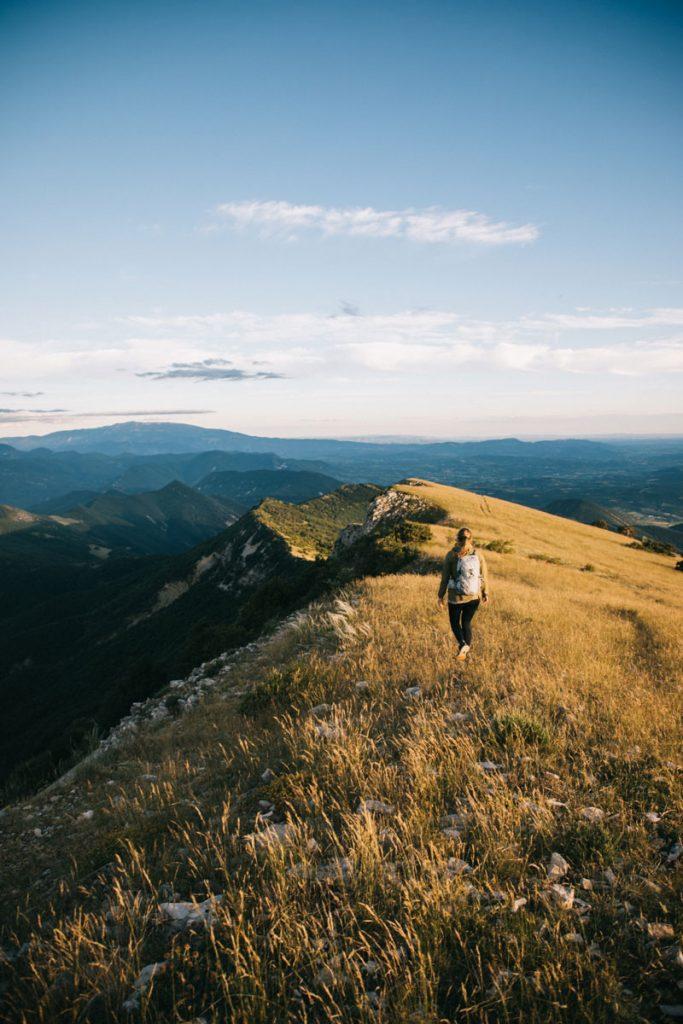 Faire la randonnée de la montagne de la Lance dans la Drôme. crédit photo : Clara Ferrand - blog Wildroad