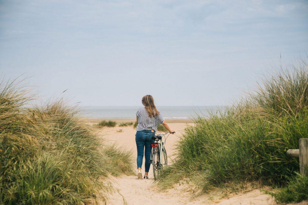 Faire une balade à vélo entre Cabourg et Merville dans l'estuaire de l'Orne. crédit photo : Clara Ferrand - blog WIldroad