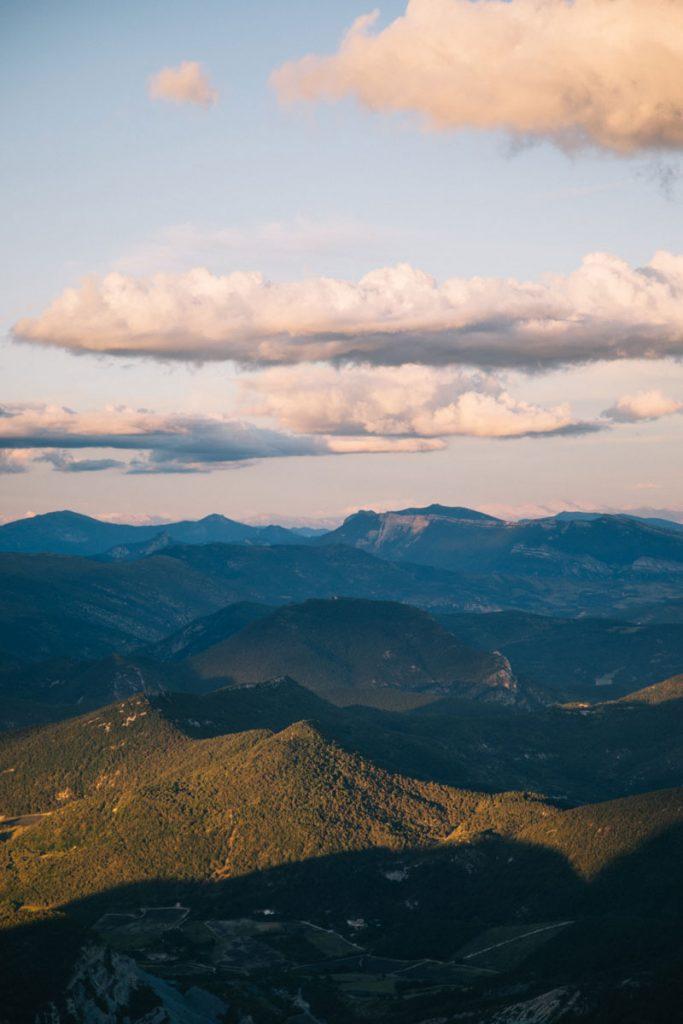 Coucher de soleil depuis La Croix de la montagne de la Lance. crédit photo : Clara Ferrand - blog Wildroad