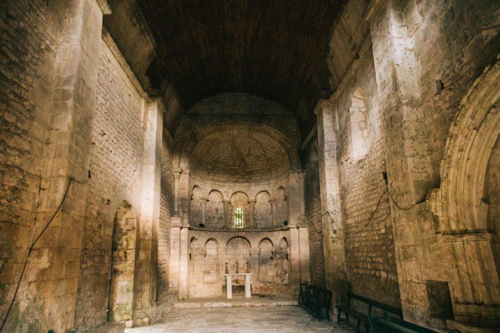 La Chapelle du val des nymphes et son point d'énergie à la Garde Adhémar. crédit photo : Clara Ferrand - blog Wildroad