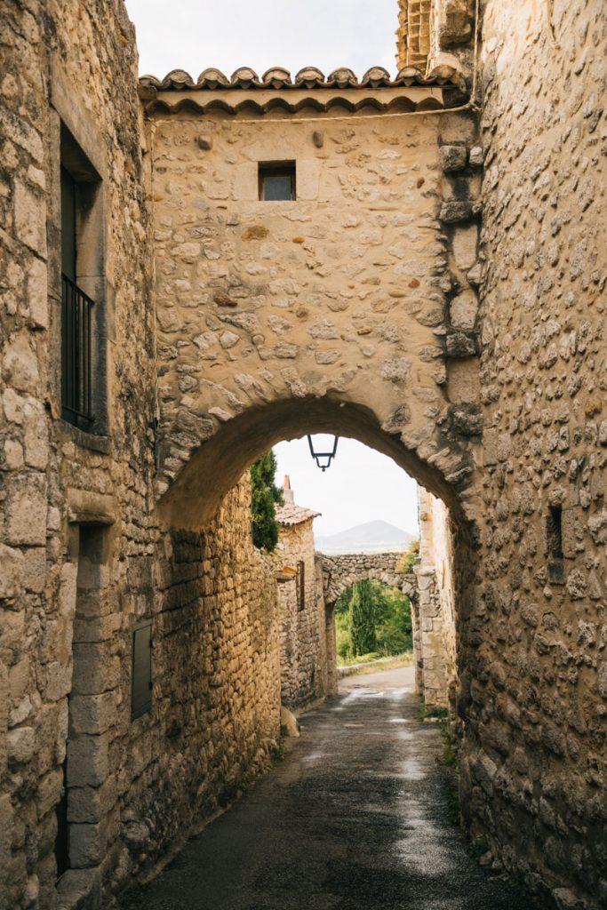 Visiter la garde Adhémar, l'un des plus beau village perché de la Drôme Provençale. crédit photo : Clara Ferrand - blog WIldroad
