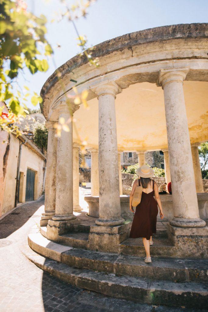 Trouver un bel hébergement pour son séjour à Grignan dans la Drôme. crédit photo : Clara Ferrand - blog Wildroad
