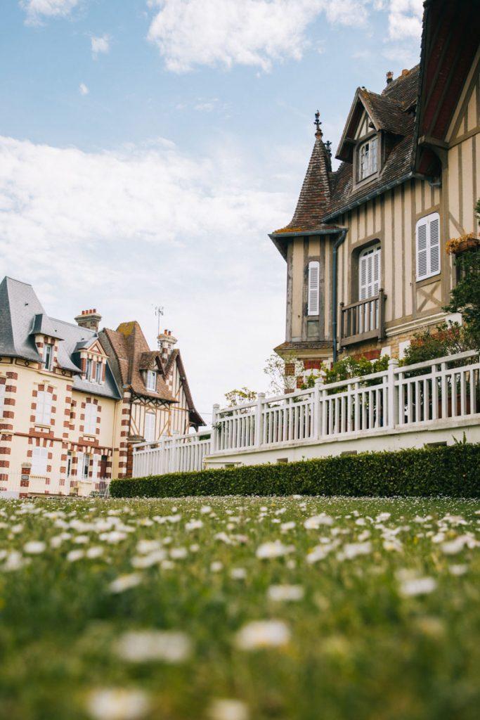 Visiter le centre-ville de Cabourg et ses villas. crédit photo : Clara Ferrand - blog Wildroad