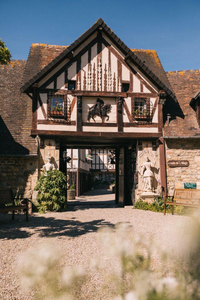 Visiter Dives-sur-mer et le village d'art de Guillaume le Conquérant. credit photo : Clara Ferrand - blog WIldroad