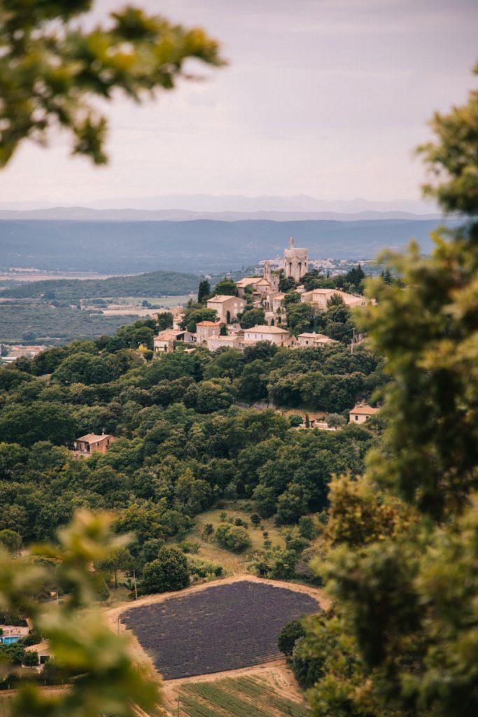 Le village perché de Clansaye dans la Drôme Provençale. crédit photo : Clara Ferrand - blog Wildroad