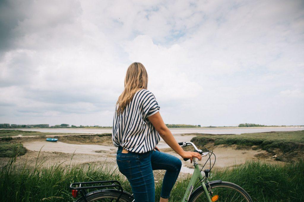 Balade à vélo sur l'estuaire de l'Orne. crédit photo : Clara Ferrand - blog Wildroad