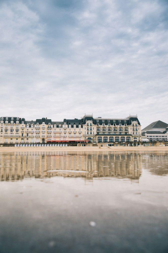 Le grand hôtel de Cabourg et son casino. crédit photo : Clara Ferrand - blog WIldroad