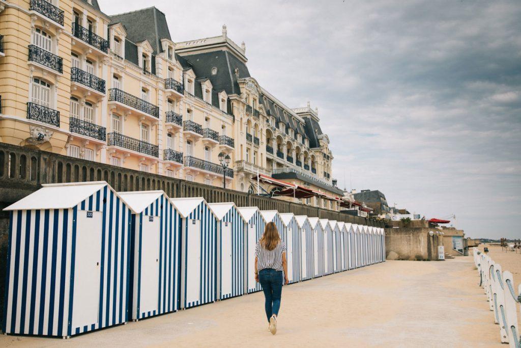 Les cabines de plage de Cabourg en Normandie. crédit photo : Clara Ferrand - blog WIldroad