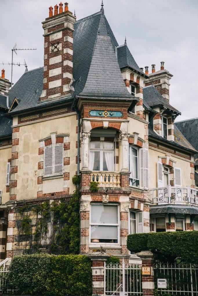 Les villas belle époque de Cabourg en Normandie. crédit photo : Clara Ferrand - blog WIldroad