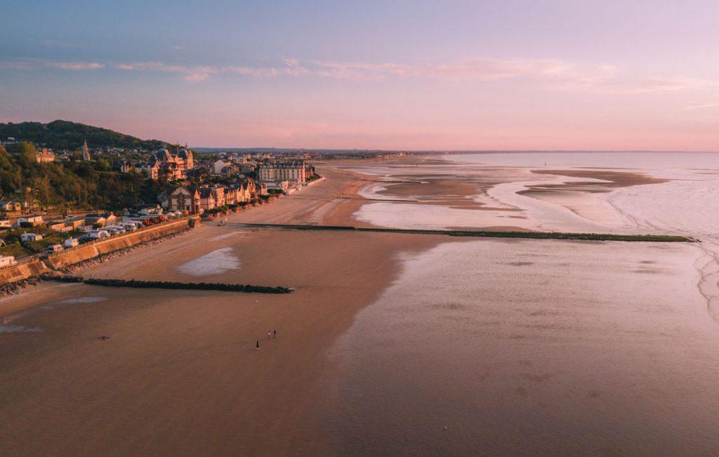 La plage de la ville d'Houlgate. crédit photo : Clara Ferrand - blog WIldroad