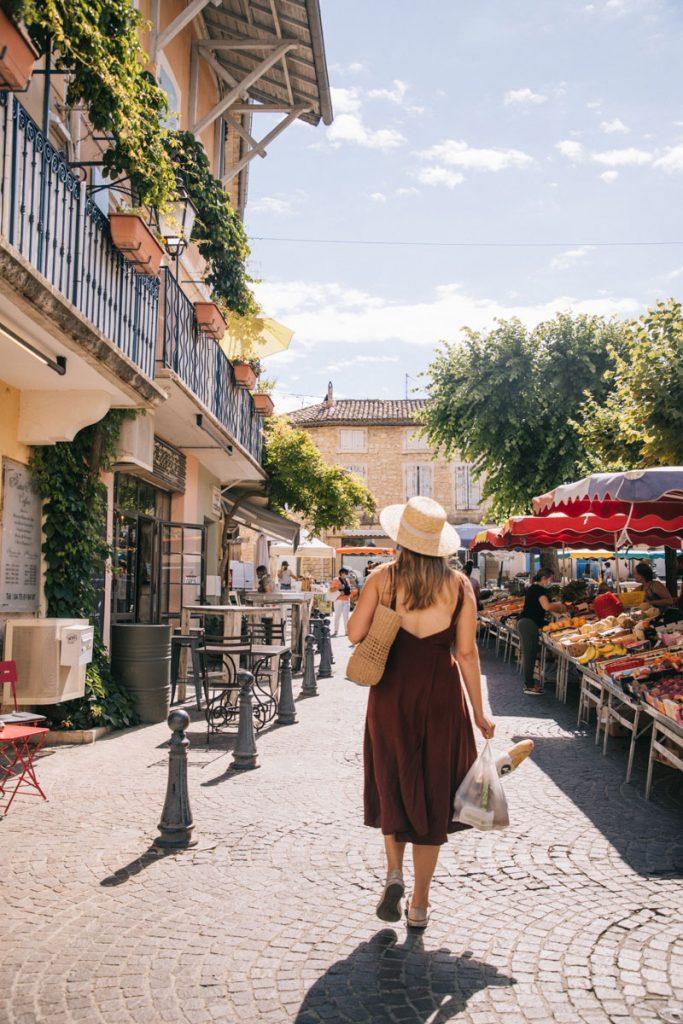 Visiter un des plus beaux village de la Drôme : Saint-Paul-les-trois-chateau. crédit photo : Clara Ferrand - blog Wildroad