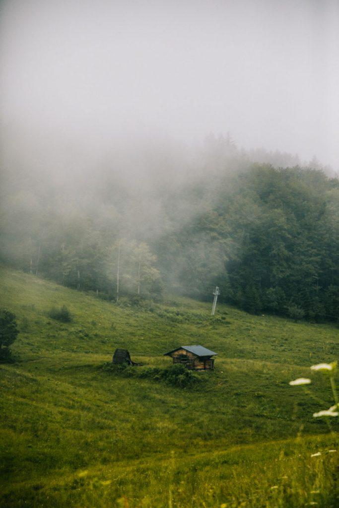 Randonnée dans l'Ain dans le Bugey. crédit photo : Clara Ferrand