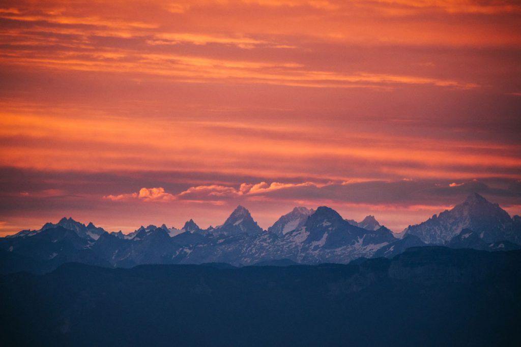Le massif du Mont blanc depuis le Bugey. crédit photo : Clara Ferrand - blog Wildroad