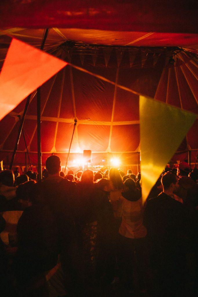 Soirée du festival de la Mad Jacques en trek. crédit photo : Clara Ferrand - blog Wildroad