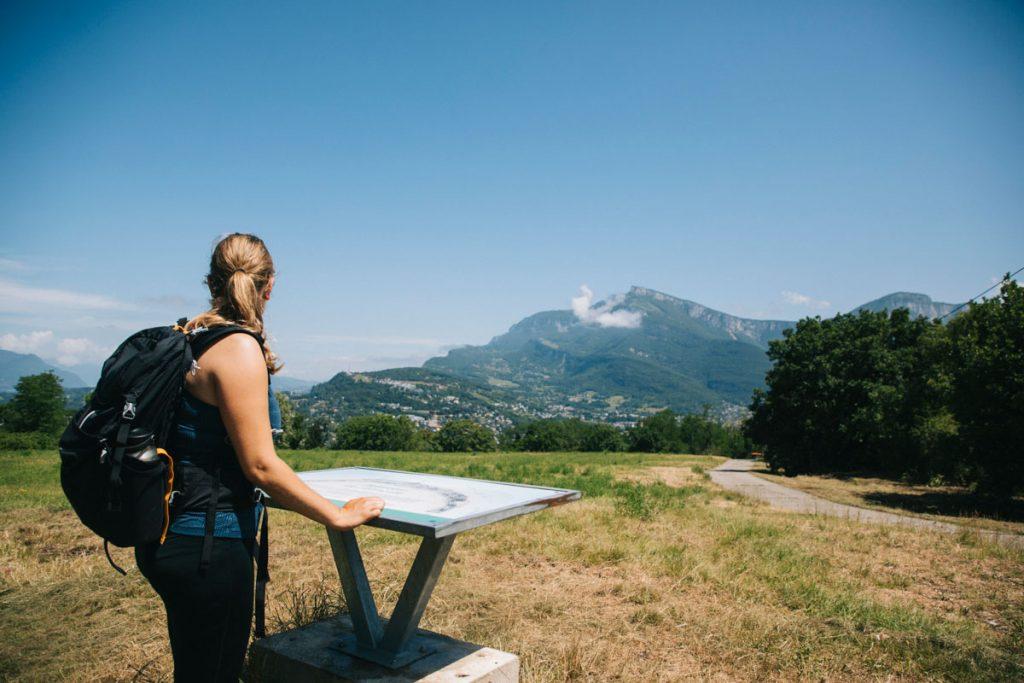 Point de vue sur La Croix du Nivolet, depuis le belvédère du parc de l'étincelle. crédit photo : Clara Ferrand - blog Wildroad